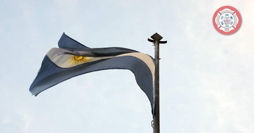 Izamiento de nuestra bandera Argentina en éste 9 de julio